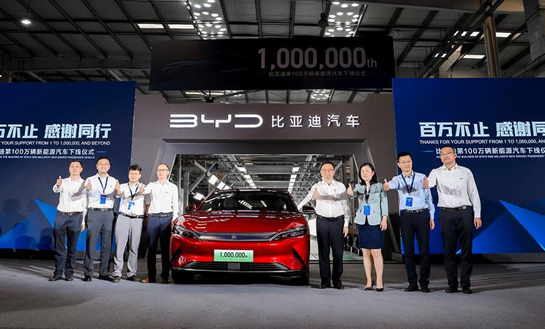 Invitados al lanzamiento del auto un millón de Build Your Dreams