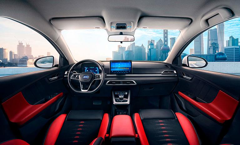 Interior de los carros eléctricos e3 HB de BYD