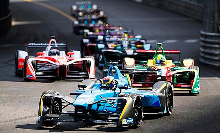 Carros eléctricos de la Fórmula E en competición