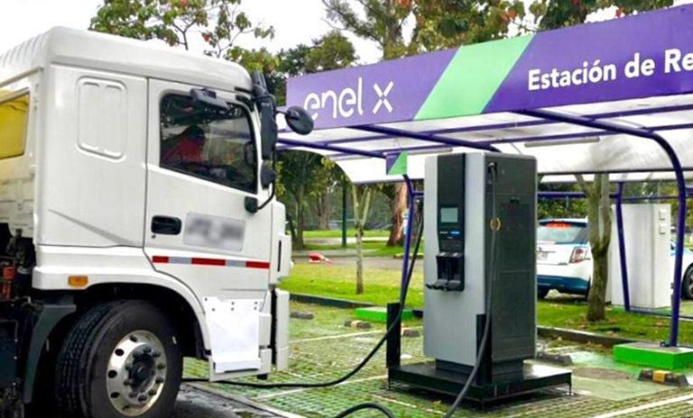 Estaciones de recarga para carros eléctricos Enel X