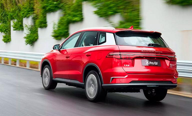 Carros eléctricos Song Pro EV en la vía