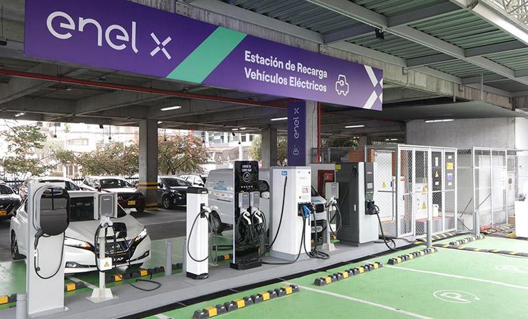 Nueva electrolinera en Unicentro Bogotá